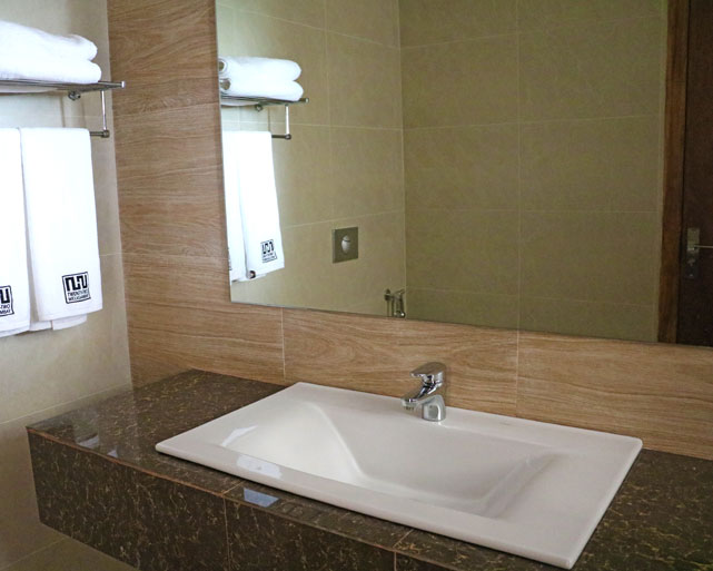 Spacious bathrooms for Deluxe Rooms